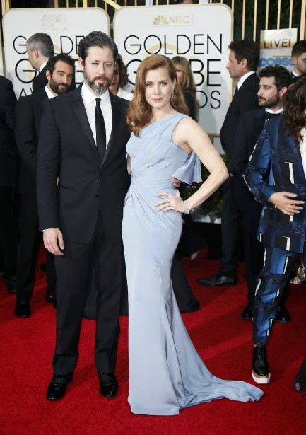 Amy Adams en Versace et Darren Le Gallo (Photo DANNY MOLOSHOK, Reuters)