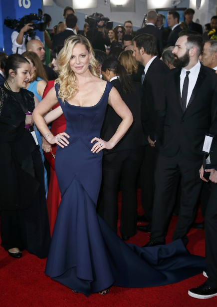 Katherine Heigl porte une robe signée Zac Posen (Photo DANNY MOLOSHOK, reuters)