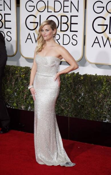 Reese Witherspoon porte une robe Calvin Klein (Photo DANNY MOLOSHOK, Reuters)