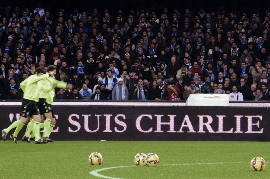 L'inscritpion est apparue lors d'un match de soccer à Naples, en Italie. (Associated Press)