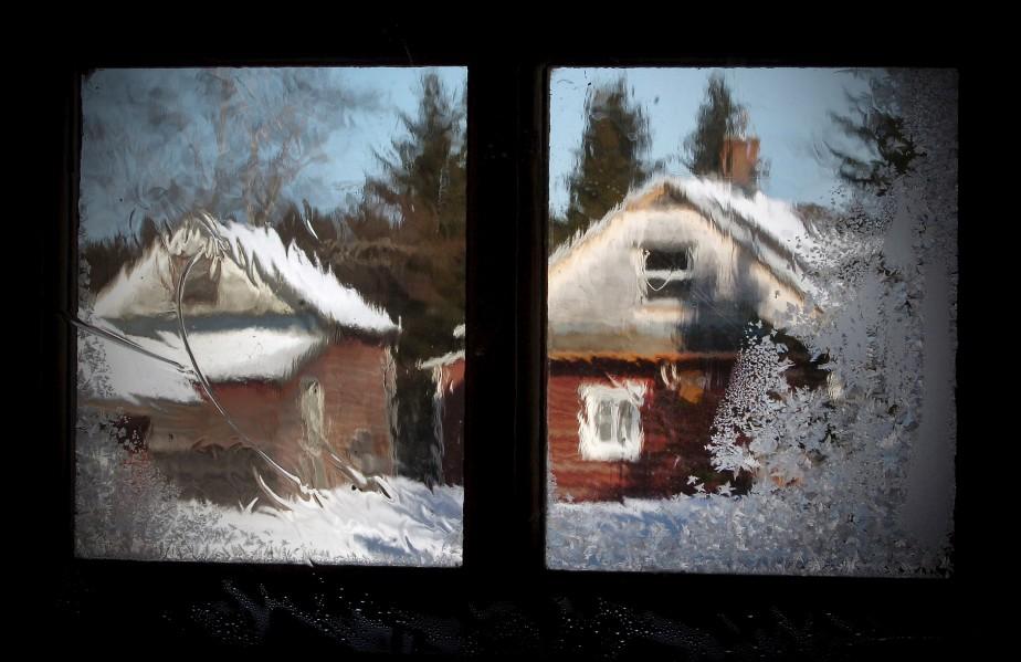 C'est par une journée de - 30 °C que Jean-Marie Villeneuve ouvre la porte de son camp de pêche. Frigorifié, il s'empresse d'allumer le poêle à bois. Quelques minutes plus tard, il remarque ce bel effet de givre dans la fenêtre. Avec l'arborescence à droite et l'effet «pinceau» en haut à gauche, on peut dire que c'est le type de vitre au jardin de givre qui aurait inspiré Nelligan. Données techniques : Appareil : Nikon D2Hs. Lentille : 80 mm, F22, 1/60e de seconde, ISO 400 | 12 janvier 2015