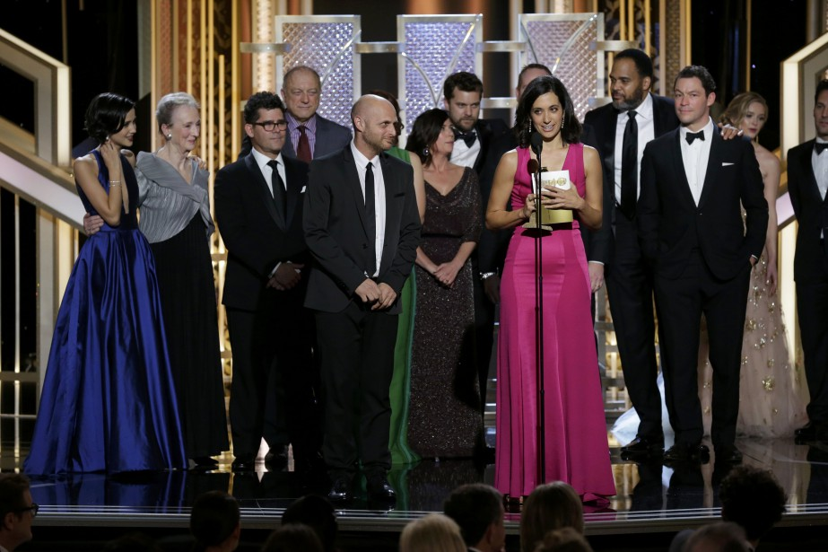 La productrice de <em>The Affair,</em> Sarah Treem, reçoit le Golden Globes de la meilleure série télé dramatique (Photo PAUL DRINKWATER, Reuters)