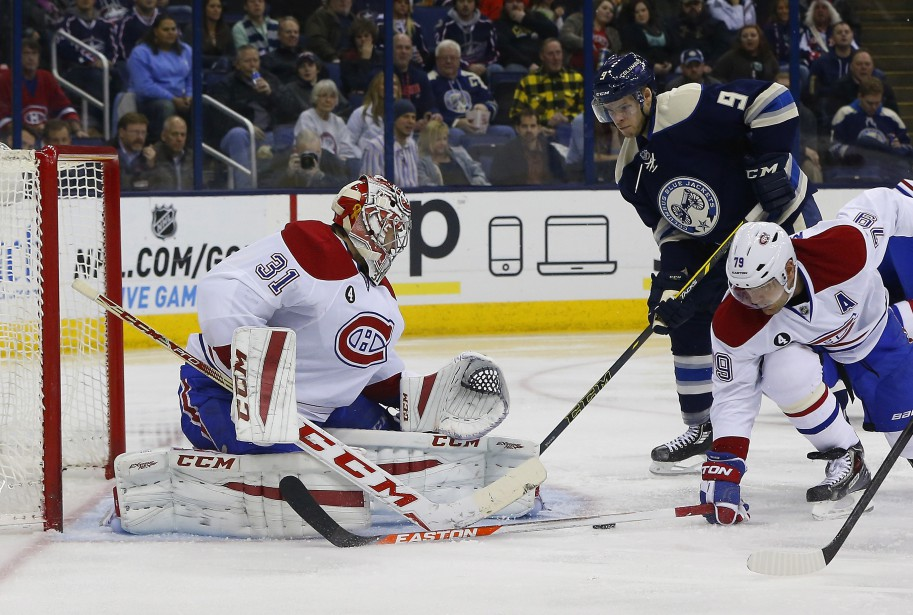 Andrei Markov tente de contenir la menace devant le filet de Carey Price. (Reuters)