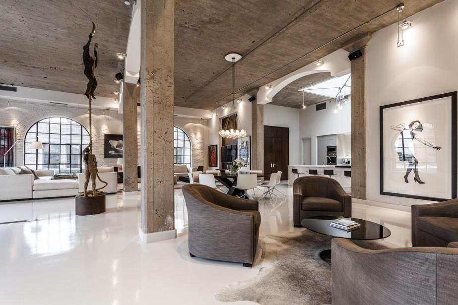 Julie Charbonneau est designer d'intérieur. Ses clients habitent d'un océan à l'autre. Elle a un bureau dans le Vieux-Montréal et un autre à Toronto. (Photo fournie par Sotheby's)
