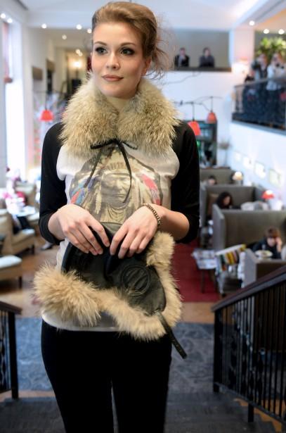 Un collet et un chapeau aviateur en fourrure personnalisent la tenue, selon la griffe Inukt (Le Soleil, Erick Labbé)