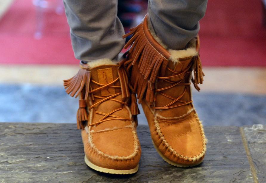 Le mocassin traditionnel est plus à la mode que jamais! Il se porte en tout confort avec un jean. (Le Soleil, Erick Labbé)