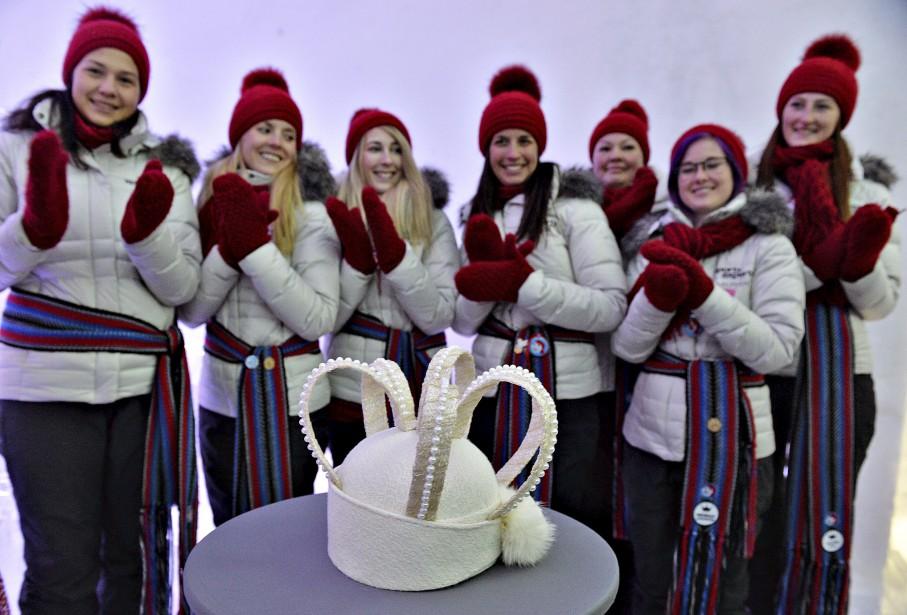 La 61 e  couronne du Carnaval de Québec a été dévoilée le 21 janvier. Pour la première fois, le public était invité à choisir le couvre-chef que portera la grande reine de la fête hivernale. L'organisation du Carnaval a fait appel aux étudiants en design de mode du Campus Notre-Dame-de-Foy pour concevoir l'ornement cette année. La couronne dessinée par Joanie Béland a finalement remporté la palme. | 21 janvier 2015
