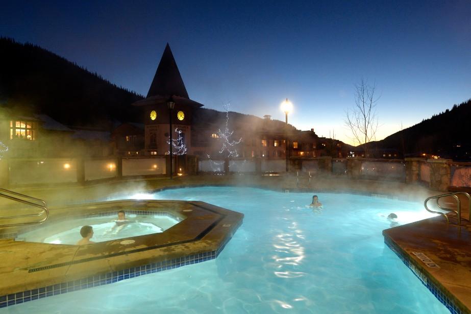 Le Sun Peaks Grand dispose de baignoires à remous avec une vue sur la montagne pour détendre les muscles endoloris. (Photo Bernard Brault, La Presse)