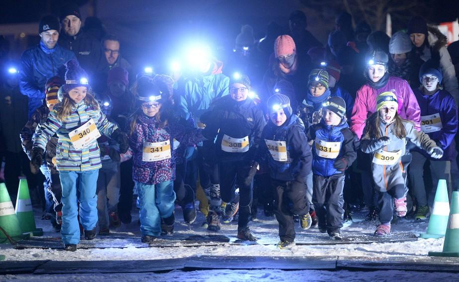 Près de 350 amateurs de plein air de tous les âges ont participé en soirée à la deuxième présentation du Trail de la Nuit polaire, une course à pied organisée dans les sentiers du Club de ski de fond La Balade, à Saint-Jean-Chrysostome. | 24 janvier 2015
