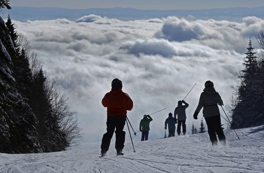 Ce matin-là, d'énormes nuages au-dessus de l'île d'Orléans donnent l'impression, vus du sommet du mont Sainte-Anne, que les skieurs s'en vont s'amuser dans la ouate. «Pour avoir du détail dans les nuages, j'ai fermé le diaphragme de ma caméra, ce qui donne les skieurs en silhouette. C'est une bonne chose, car l'accent n'est pas sur leurs vêtements, mais bien sur le décor», explique Patrice Laroche. Données techniques: Niko D4, zoom 70-200 mm, 1/250e, f18, ISO 320 | 26 janvier 2015