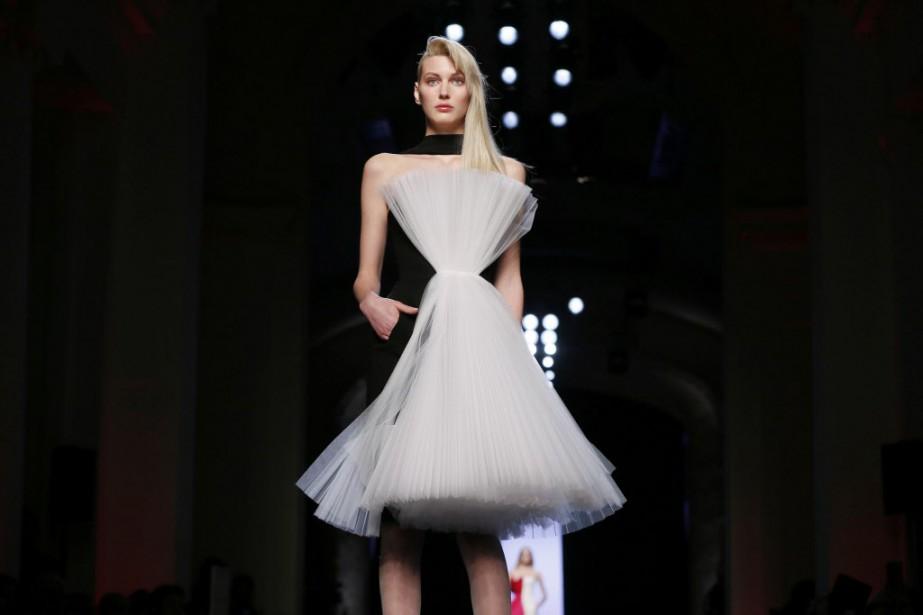 Pour jouer les mariées, le casting était «très ouvert», souligne Jean Paul Gaultier, qui a toujours aimé faire défiler des mannequins hors normes, moins maigres, ou plus âgées que d'habitude. (PHOTO GONZALO FUENTES, REUTERS)