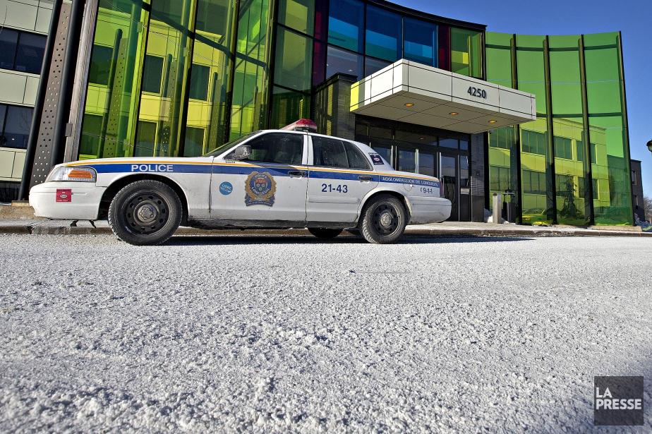 Des cols bleus avaient jeté du sel devant... (PHOTO PATRICK SANFAÇON, ARCHIVES LA PRESSE)