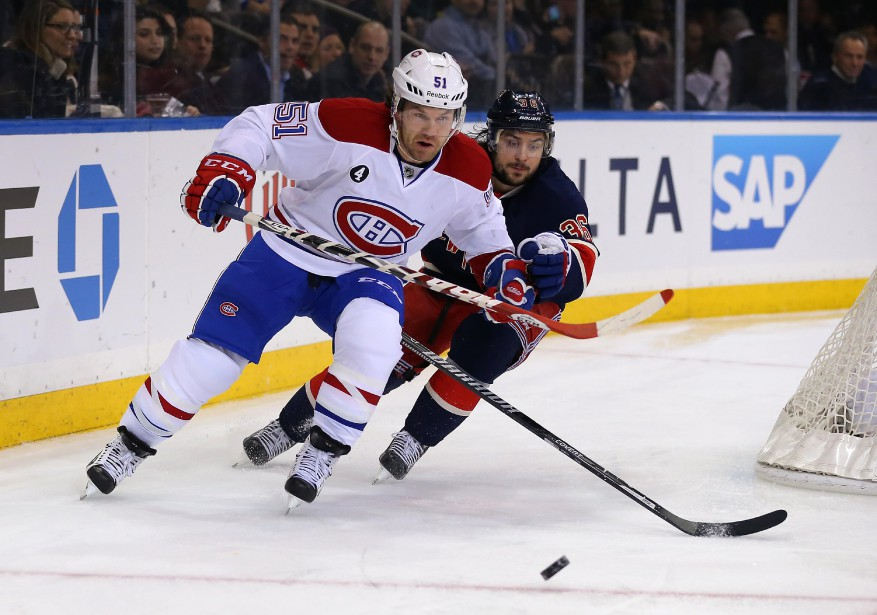 David Desharnais est poursuivi par le défenseur Mats Zuccarello. (Photo Adam Hunger, USA Today)