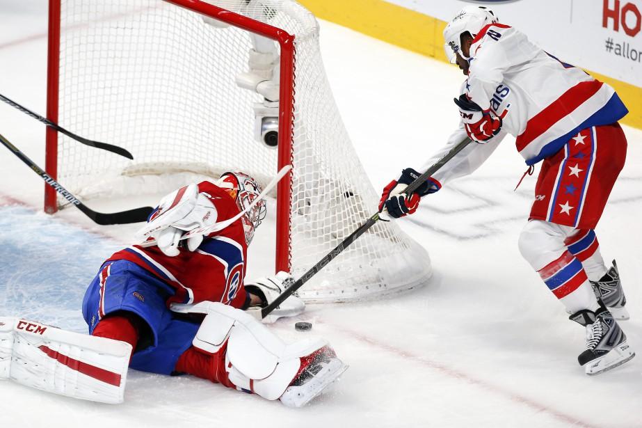 Carey Price se jette sur la glace pour bloquer le tir de Joel Ward (PHOTO ROBERT SKINNER, LA PRESSE)