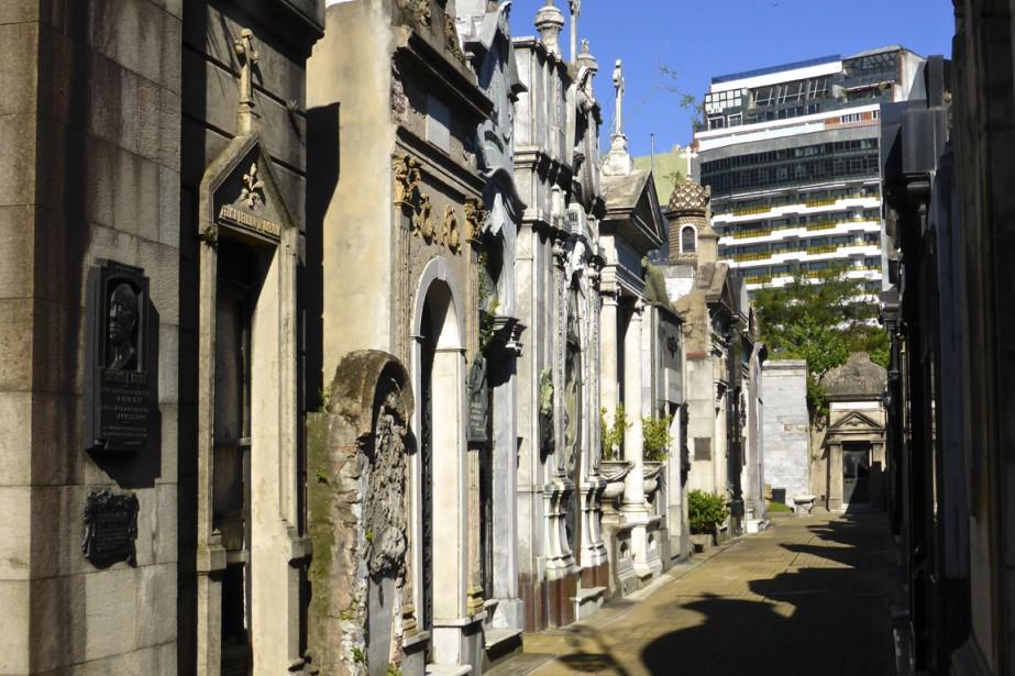 La Recoleta présente un orgueilleux agencement néo-classique de monuments conçus par les artistes les plus renommés de leur temps. C'est un lieu d'Histoire... et d'histoires. (Photo Fabienne Couturier, La Presse)