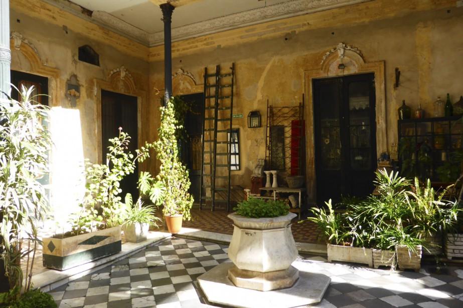 À San Telmo, la Galeria de la Defensa, ancienne maison bourgeoise avec cour intérieure, semble tout droit sortie d'un quartier de Séville ou de Grenade, voire de Marrakech. (Photo Fabienne Couturier, La Presse)