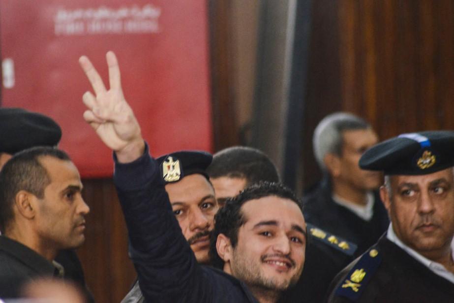 Ahmed Douma fait le V de la victoire... (PHOTO MOHAMED EL-RAAY, AFP)