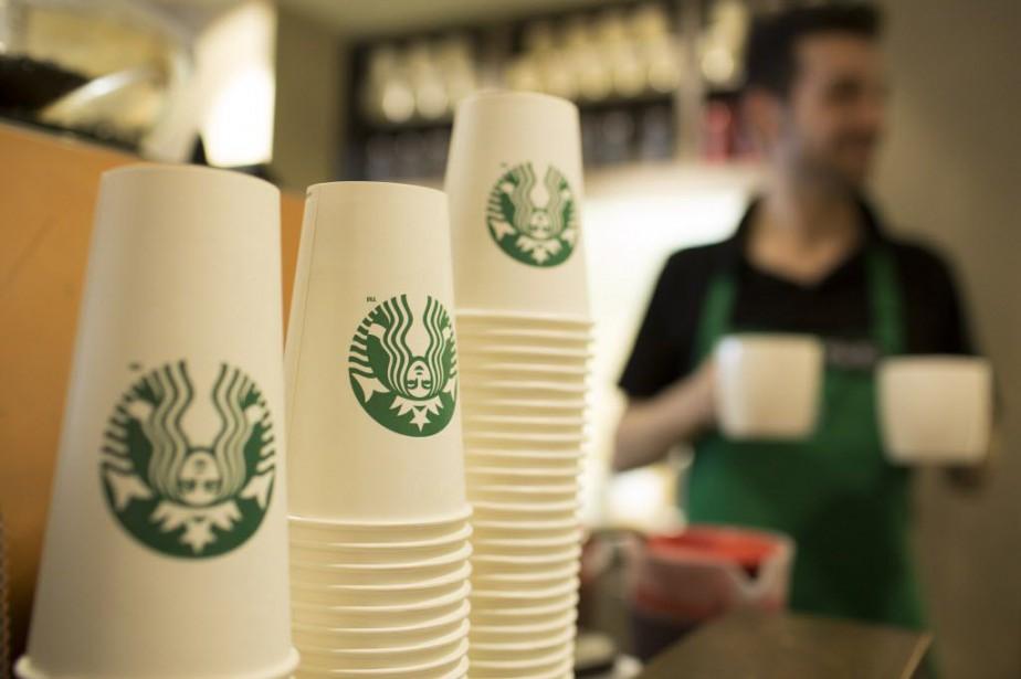 Starbucks vend des sandwiches, des salades et des... (Photo Jason Alden, Bloomberg)