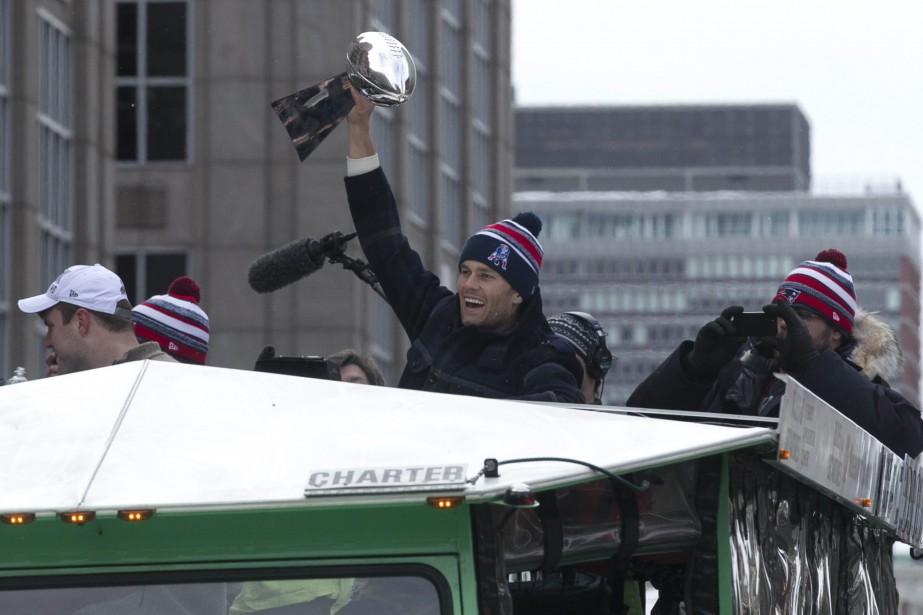 Le quart arrière des Patriots, Tom Brady... (PHOTO KATHERINE TAYLOR, REUTERS)
