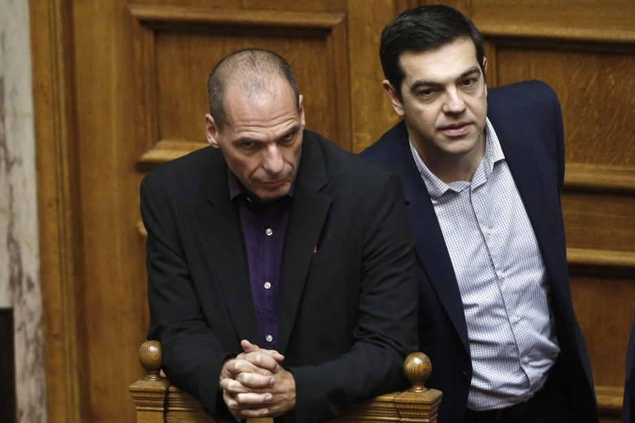 Le premier ministre Alexis Tsipras (à droite) et... (PHOTO PETROS GIANNAKOURIS, archives AP)
