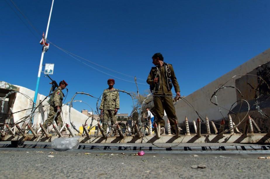 Comme un défi à l'autorité des nouveaux maîtres... (PHOTO MOHAMMED HUWAIS, AFP)