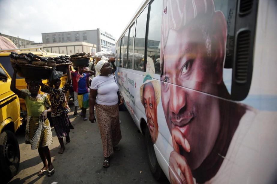 Dans son édition de samedi, le journal nigérianWeekly... (Photo AKINTUNDE AKINLEYE, Reuters)
