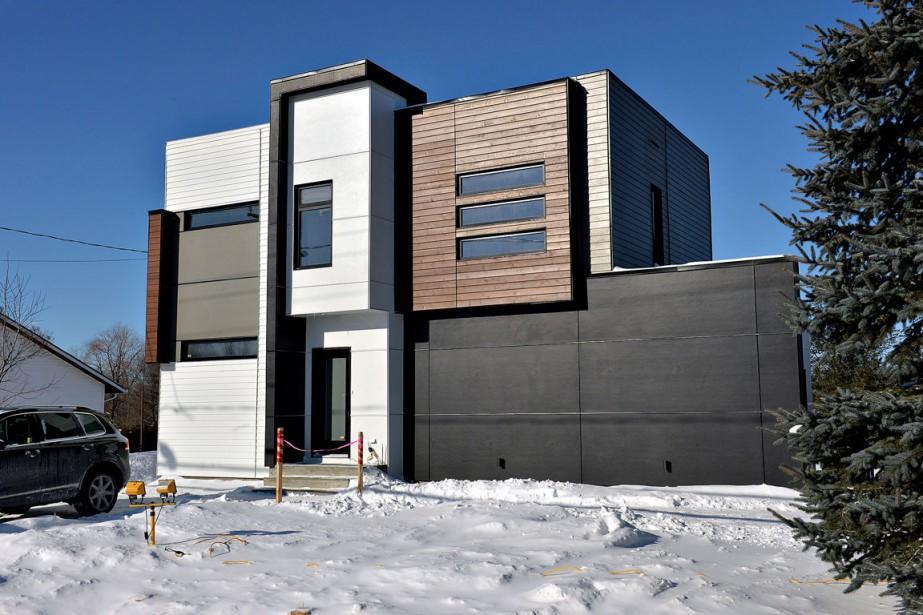 Les maisons de Steve Girard se caractérisent par leur toit plat et leur fenestration abondante. (Le Soleil, Patrice Laroche)
