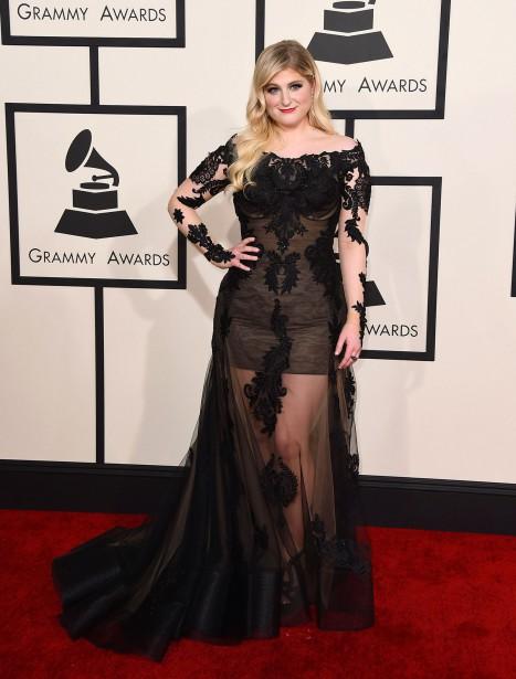 Meghan Trainor, qui foulait le tapis rouge des Grammy pour la première fois, a choisi une robe de Galia Lahav. (AP)