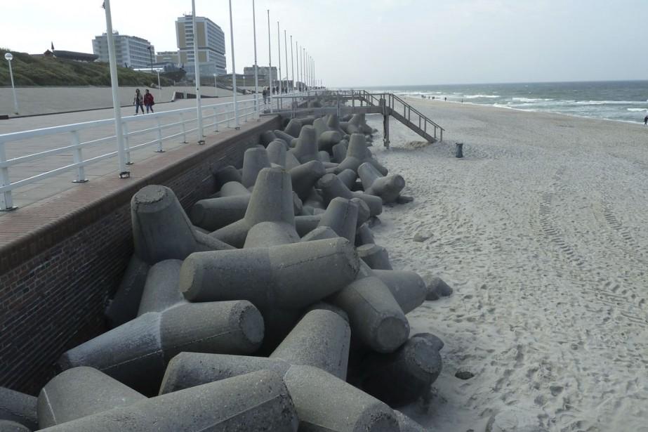 Cet ouvrage de défense quasi militaire a remplacé... (PHOTO TIRÉE DU LIVRE THE LAST BEACH, DUKE UNIVERSITY PRESS)