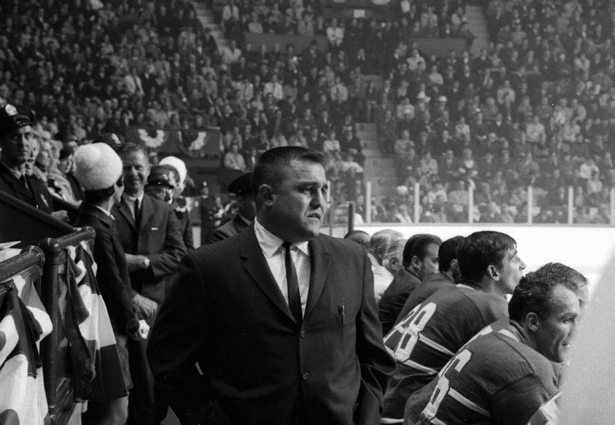 Claude Ruel derrière le banc du Canadien au Forum de Montréal, le 2 novembre 1968. (Photo Robert Nadon, archives La Presse)