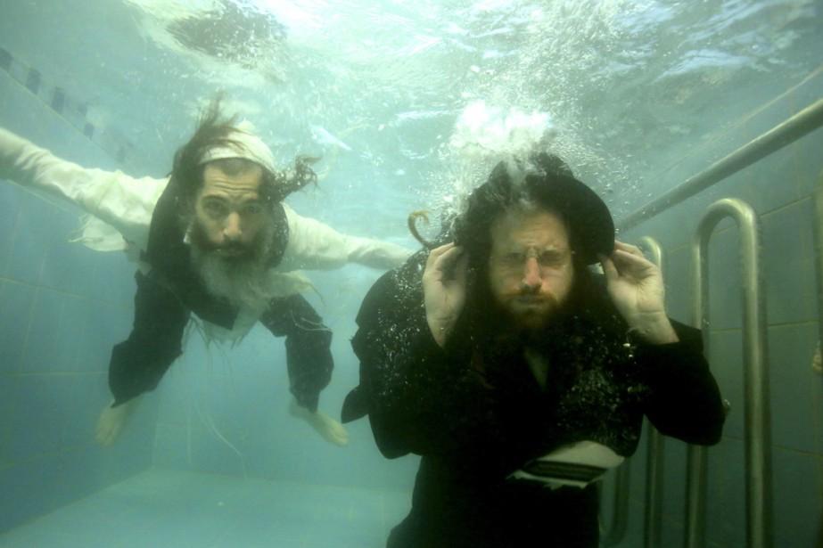 Ori Gruder (à gauche) et le rabbin Yisrael... (PHOTO GLIAD KAVALERCHIK, AP)