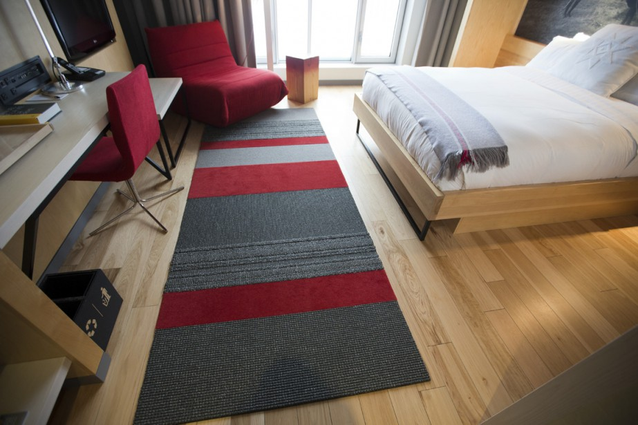 Le tapis de cette chambre est le fruit de la collaboration de François Palmer et Jean-François Rousseau, qui créent des tapis signés Couper Croiser. (Photo François Roy, La Presse)