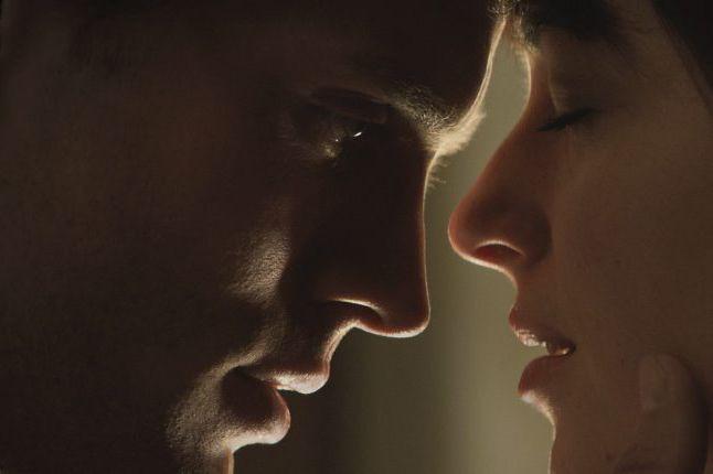 Les acteurs Jamie Dornan et Dakota Johnson dans... (Photo Universal Pictures and Focus Features / AP)