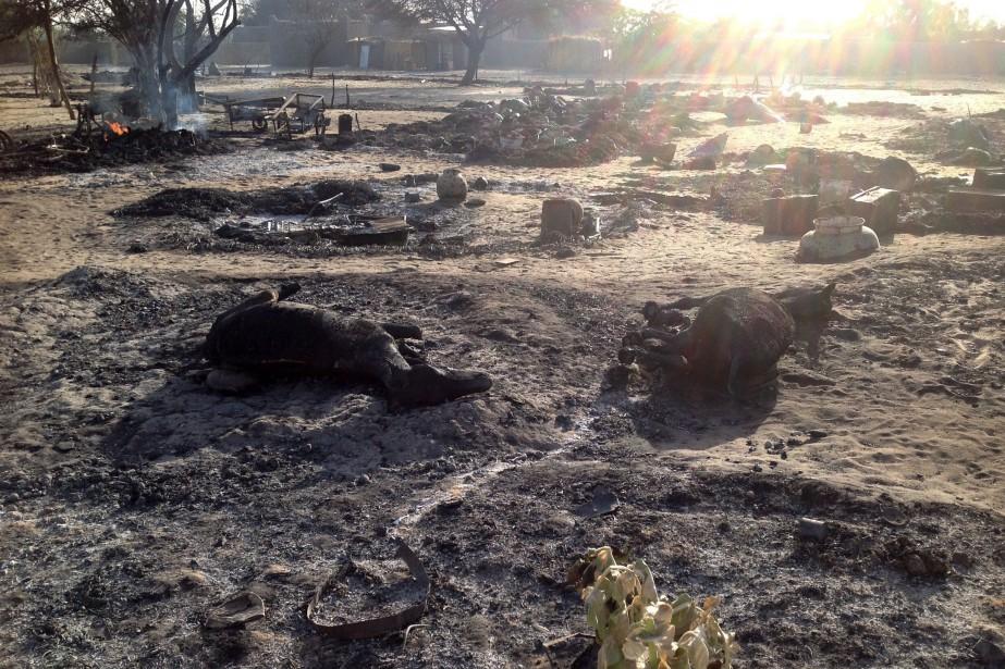 Quelques heures après l'attaque, le village est désert... (PHOTO STEPHANE YAS, AFP)