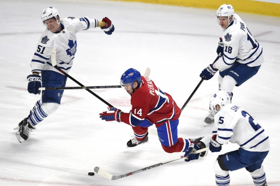 Tomas Plekanec des <span>Canadien</span> face à Jake Gardiner, Richard Panik et Mike Santorelli des Maple Leafs, en première période. (Photo Bernard Brault, La Presse)