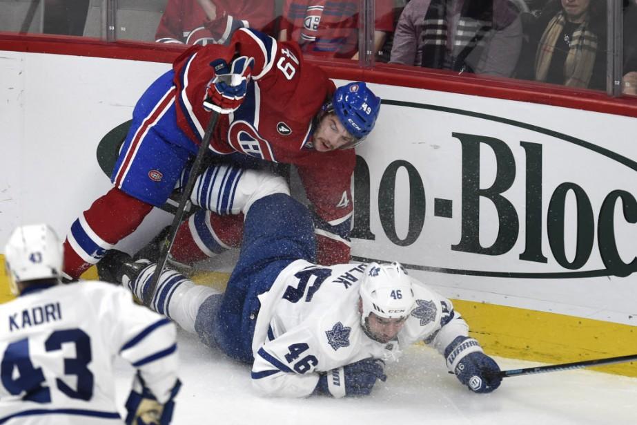 Mikael Bournival des Canadien et Roman Polak des Maple Leafs. (Photo Bernard Brault, La Presse)
