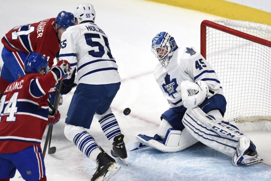 Tomas Plekanec et Brendan Gallagher tentent de compter devant Jonathan Bernier et Korbinian Holzer des Maple Leafs. (Photo Bernard Brault, La Presse)