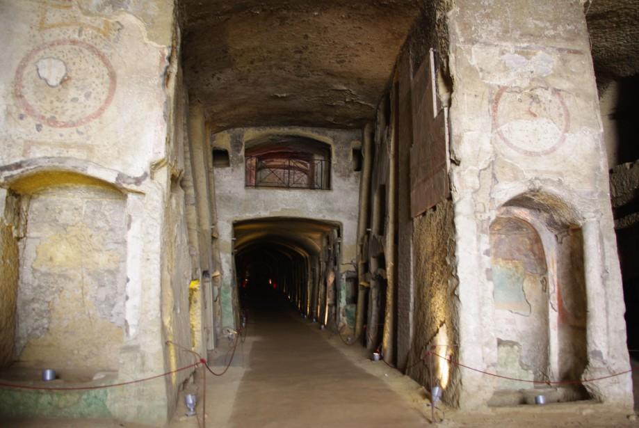 Ceux qui ne sont pas claustrophobes pourront visiter les catacombes. (PHOTO MARIE TISON, LA PRESSE)