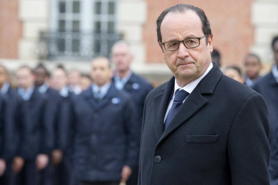 Le président Hollande a appelé les Français au... (PHOTO JACQUES BRINON, REUTERS)