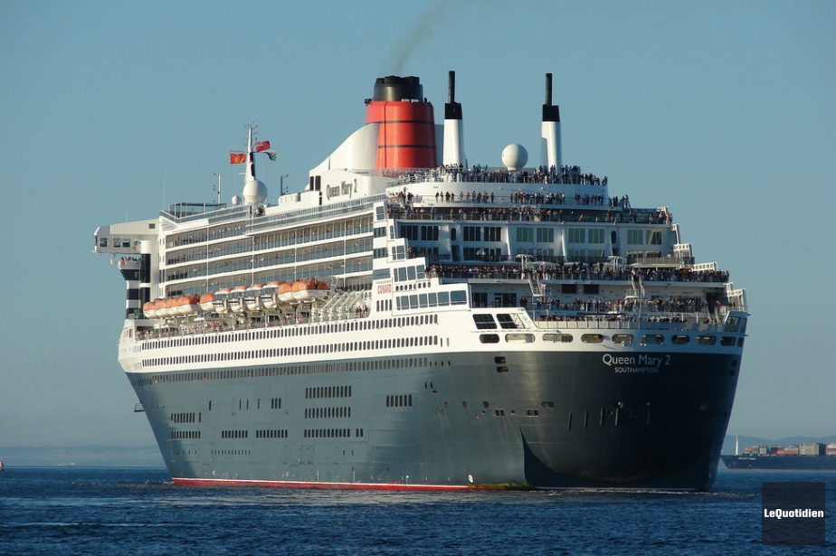 Le paquebot transatlantique queen mary 2 est arriv for Queen mary 2 interieur