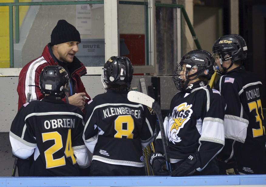 Alex Kovalev est venu donner un coup de main à l'équipe de son fils, les Oil Kings du Connecticut. (Le Soleil, Patrice Laroche)