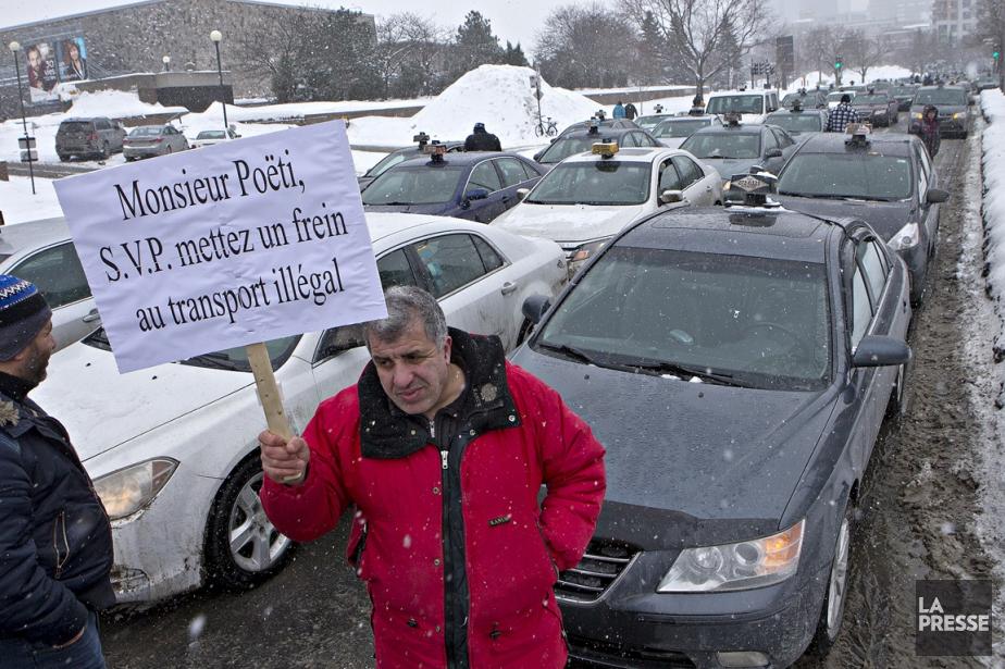 Une manifestation des chauffeurs de de taxi contre... (PHOTO PATRICK SANFAÇON, LA PRESSE)
