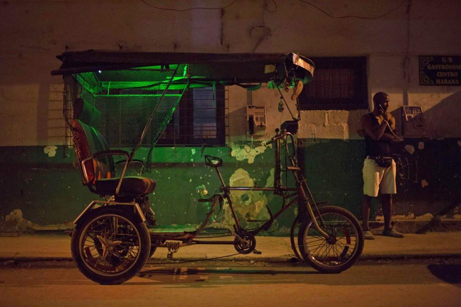 À Cuba, appeler les États-Unis coûte 2,70$ la... (PHOTO ALEXANDRE MENGHINI, ARCHIVES REUTERS)