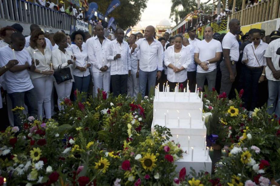 Le président Michel Martelly (au centre) a rendu... (PHOTO HECTOR RETAMAL, AFP)