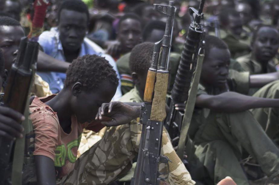 Selon des témoins, ces hommes armés non identifiés... (PHOTO CHARLES LOMODONG, ARCHIVES AFP)