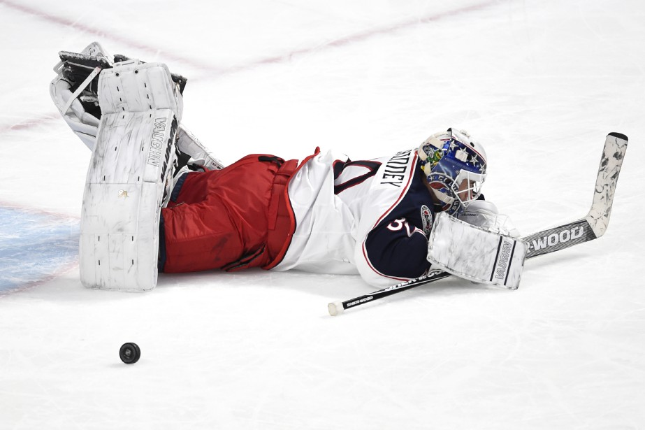 Curtis McElhinney reste couché au sol après avoir accordé un but à Max Pacioretty. (PHOTO BERNARD BRAULT, LA PRESSE)