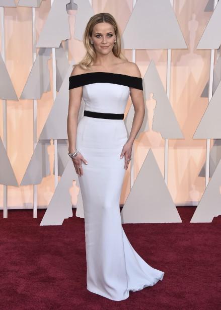 Reese Witherspoon embrasse régulièrement l'élégance sur les tapis rouges. C'est encore le cas avec ce look classique de Tom Ford. (AP)