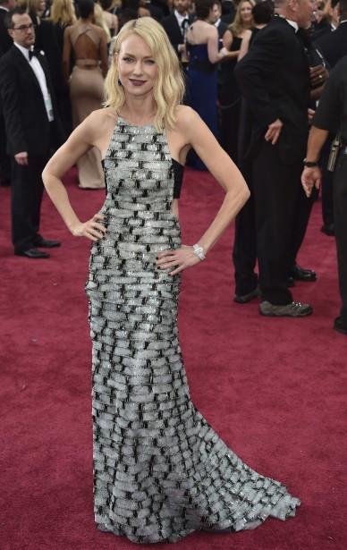 Naomi Watts est tout en élégance dans cette robe d'Armani. Encore une fois, elle fait un sans-faute. (Photo AFP)