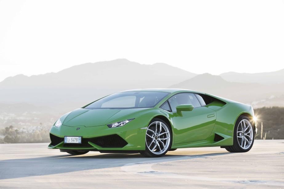 <strong>Lamborghini Huracan —</strong>Plus «civilisée» que ses devancières en ce qui a trait à la conduite, la dernière venue de Lamborghini fait un détour par la capitale. Son moteur Audi V10 de 602 chevaux permet d'atteindre 200 km en 9,9 secondes, et de faire le 0 à 100 km/h en tout juste trois secondes. (Photo fournie par Lamborghini)
