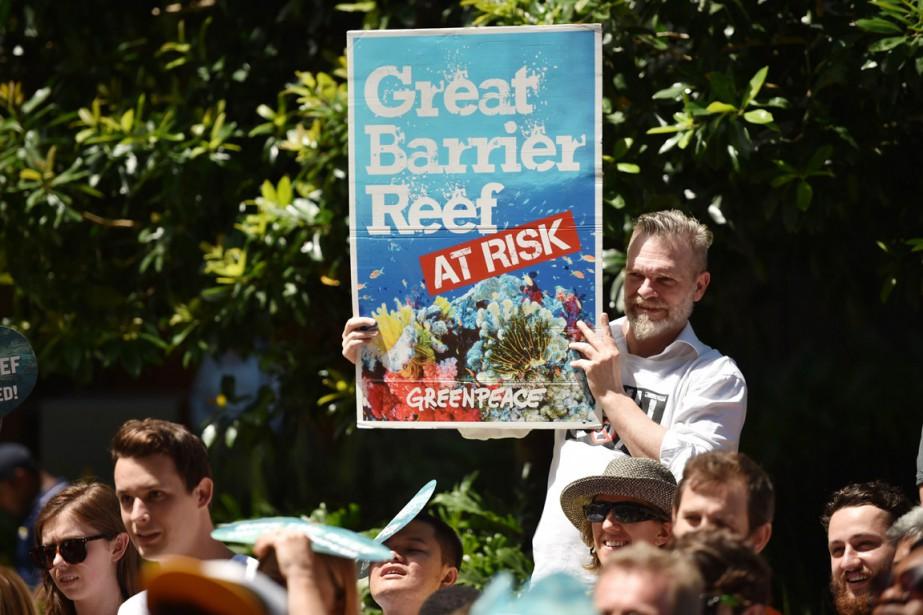 Des militants écologistes manifestent à Sydney, dénonçant les... (PHOTO PETER PARKS, ARCHIVES AFP)